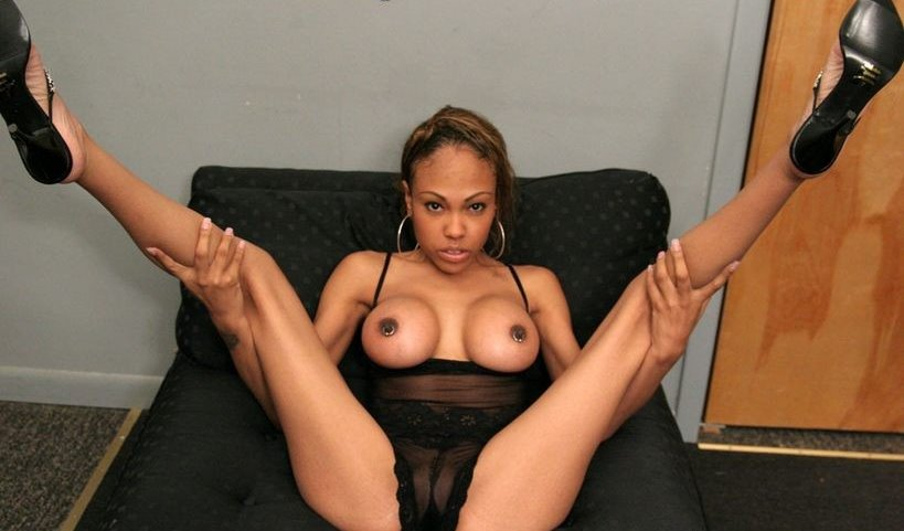 lacey-duvalle-feet