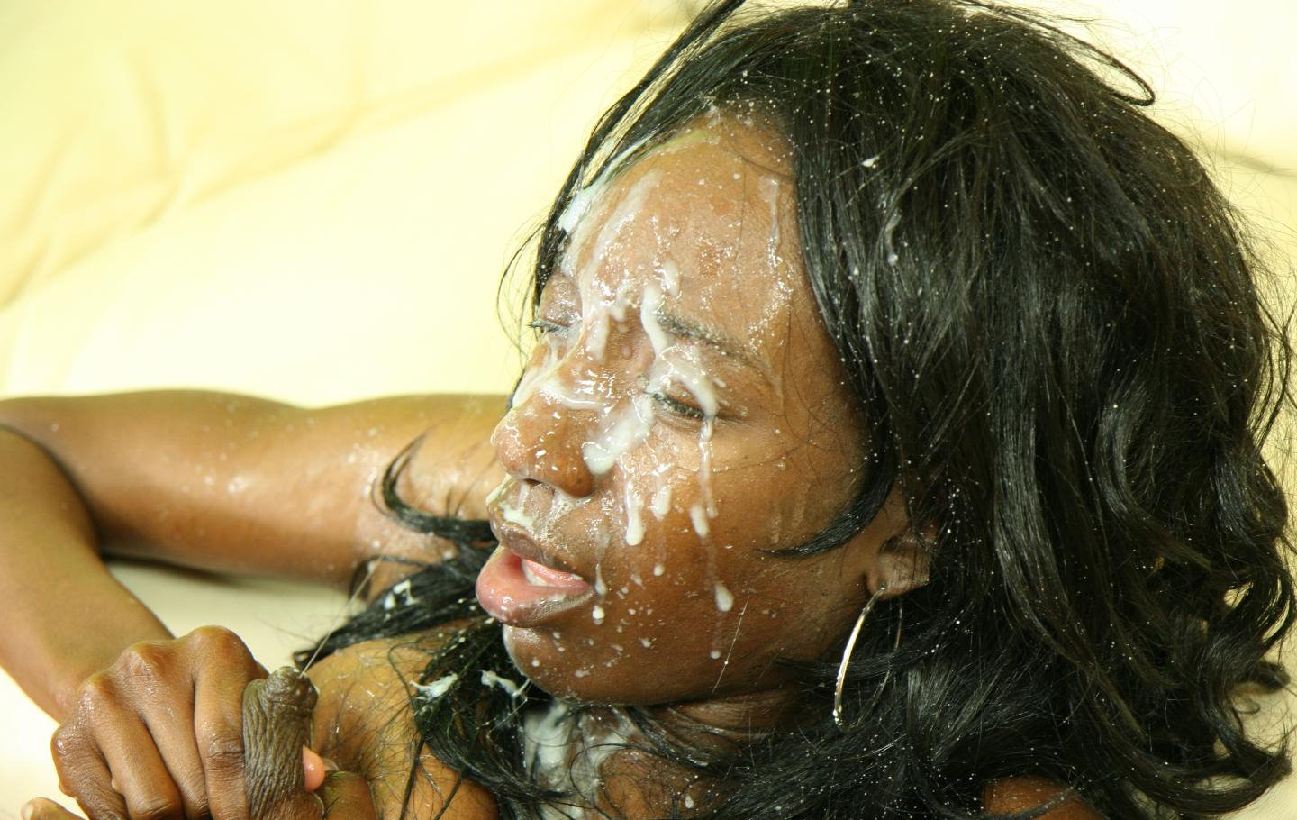 ebony-miss-breeze-lactate
